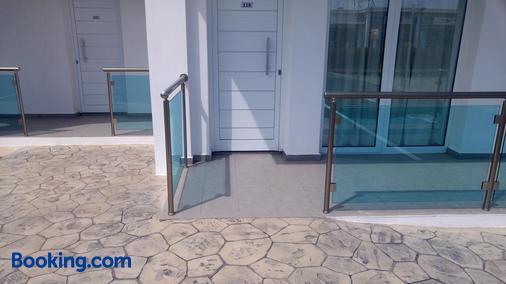 卡奥斯公寓式酒店 - 阿依纳帕 - 阳台
