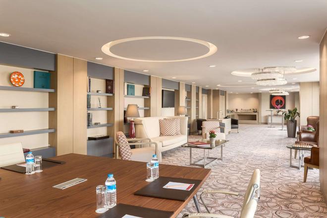特克斯迪尔肯特华美达广场大酒店 - 伊斯坦布尔 - 酒吧