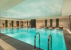 特克斯迪尔肯特华美达广场大酒店 - 伊斯坦布尔 - 游泳池