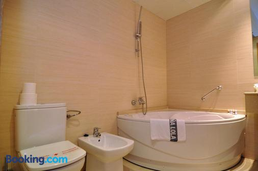 洛拉夫人酒店 - 卡斯特利翁 - 浴室