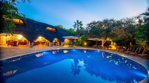 巴耶特旅馆 - 维多利亚瀑布城 - 游泳池
