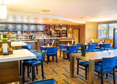 金士顿万豪万怡酒店 - 金斯顿 - 酒吧