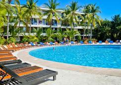 别墅帕莱索酒店 - 伊斯塔帕 - 游泳池