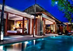 巴厘岛马哈吉利别墅 - 登巴萨 - 游泳池