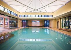 曼特拉皇冠塔酒店 - 冲浪者天堂 - 游泳池
