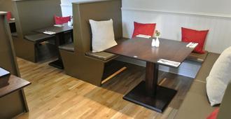 The Red Brolly Inn - 皮特洛赫里 - 餐厅