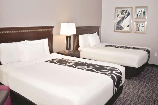 阿比林购物中心温德姆拉昆塔套房酒店 - 阿比林 - 睡房