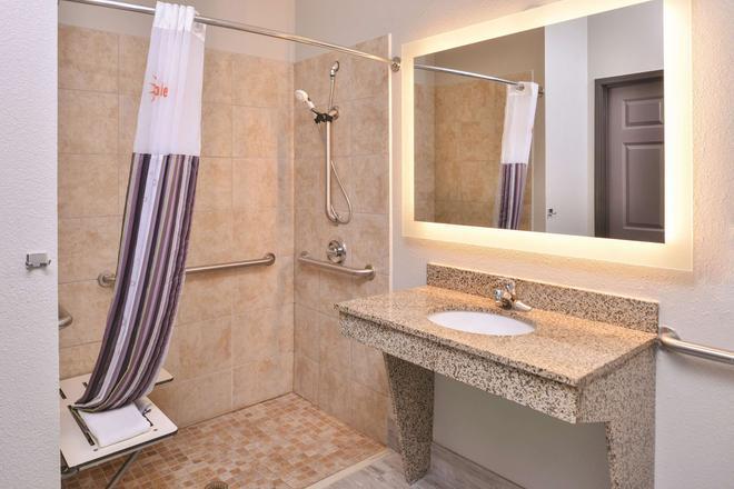 阿比林购物中心温德姆拉昆塔套房酒店 - 阿比林 - 浴室