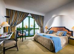 康大维港哈斯朱拔撒拉萨温泉酒店 - 甘达坞伊港 - 睡房
