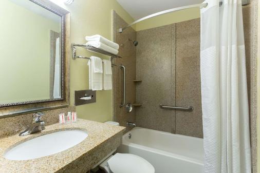 布伦瑞克速8酒店 - 布伦瑞克 - 浴室