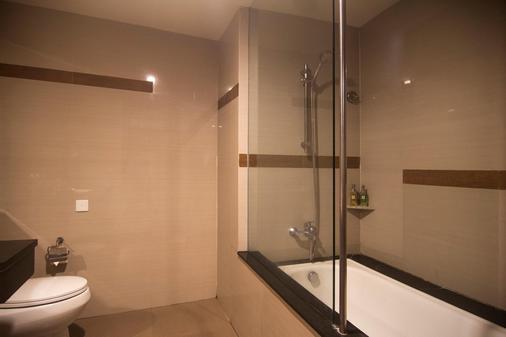 雨林瑞士贝尔酒店 - 库塔 - 浴室