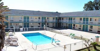 椰林汽车旅馆 - 巴拿马城海滩 - 游泳池