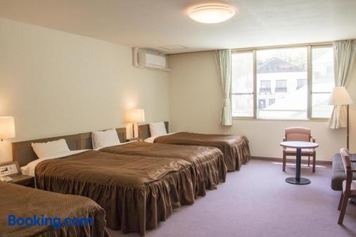 橡树林酒店 - 白马村 - 睡房