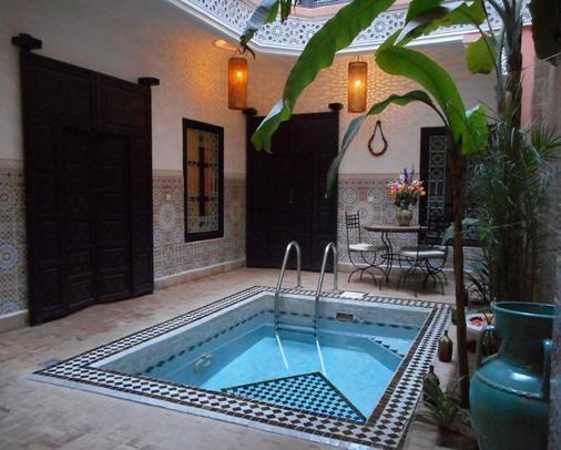 里亚德雨果摩洛哥传统庭院住宅旅馆 - 马拉喀什 - 游泳池