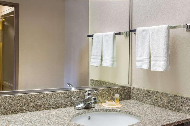 巴拿马城/卡拉威戴斯酒店 - 巴拿马城 - 浴室