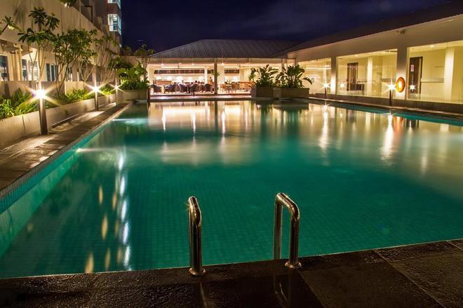 玛琅瑞士贝林酒店 - 玛琅 - 游泳池