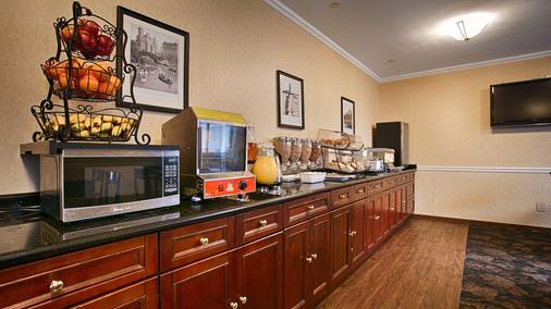 贝斯特韦斯特皇庭酒店 - 皇后区 - 自助餐