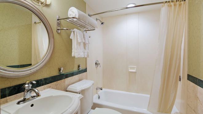 贝斯特韦斯特皇庭酒店 - 皇后区 - 浴室