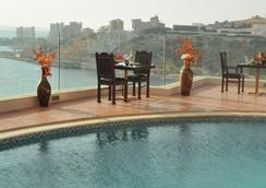 好莱坞酒店 - 朱尼耶 - 游泳池