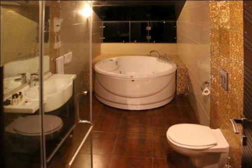 好莱坞酒店 - 朱尼耶 - 浴室