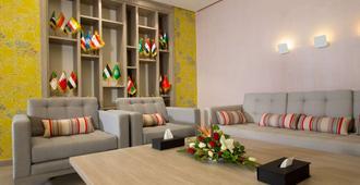 金郁金香萨尔瓦多酒店 - 突尼斯 - 客厅