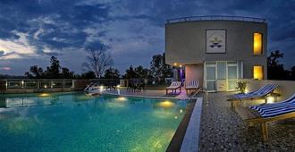 塔吉甘吉阿图尔亚酒店 - 阿格拉 - 游泳池
