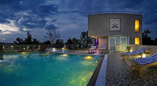阿图里亚泰酒店 - 阿格拉 - 游泳池