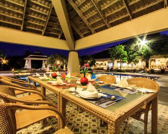 诺富特春蓬海滩高尔夫度假酒店 - 春蓬 - 餐馆