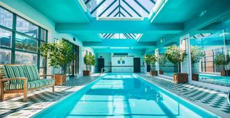 多伦多约克维尔皇家索内斯塔酒店 - 多伦多 - 游泳池