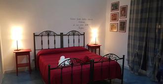 维里诺酒店 - 切法卢 - 睡房