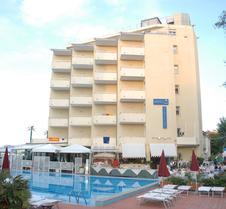 博地卡里酒店