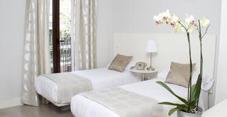 马德里8客房酒店 - 马德里 - 睡房