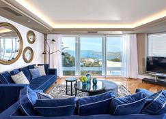 伊罗达海湾别墅套房酒店 - 伊罗达 - 客厅