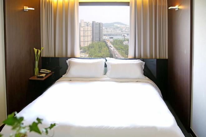 河畔酒店 - 首尔 - 睡房