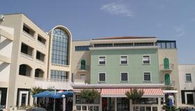 贝尔维尤酒店 - 特罗吉尔 - 建筑