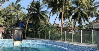 度假屋酒店 - 安朱纳 - 游泳池