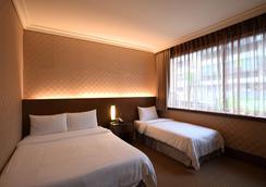 东龙大饭店 - 台北 - 睡房