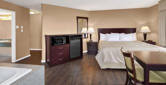 坎卢普斯戴斯酒店 - 坎卢普斯 - 睡房