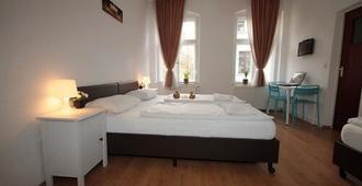 施潘道老城酒店 - 柏林 - 睡房