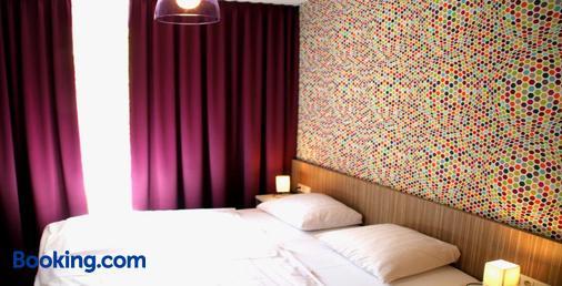 玛德琳纳拜尔酒店 - 萨尔布吕肯 - 睡房