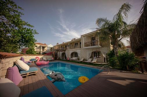 诺贝拉亚辛卡亚酒店 - 阿拉恰特 - 游泳池