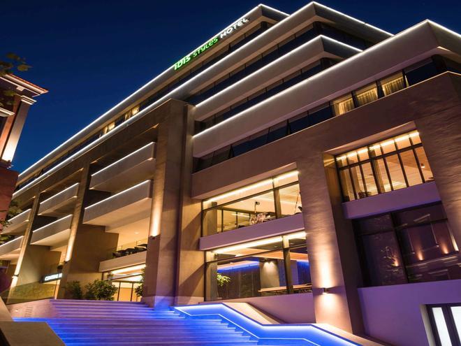 伊拉克利翁中心宜必思尚品酒店 - 伊拉克里翁 - 建筑