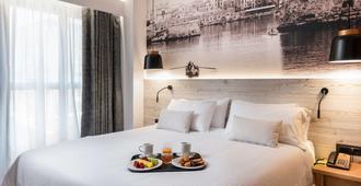 伊拉克利翁中心宜必思尚品酒店 - 伊拉克里翁 - 睡房