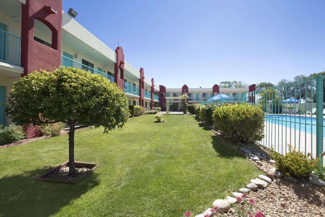 圣达菲墨西哥戴斯酒店 - 圣达菲 - 建筑