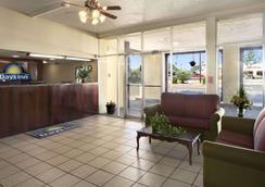 圣达菲墨西哥戴斯酒店 - 圣达菲 - 大厅