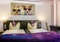科恩城斯卡达酒店 - 科隆 - 睡房