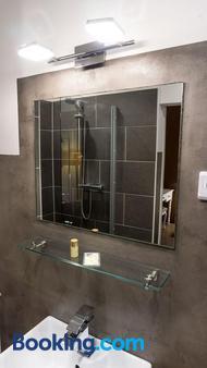 科恩城斯卡达酒店 - 科隆 - 浴室