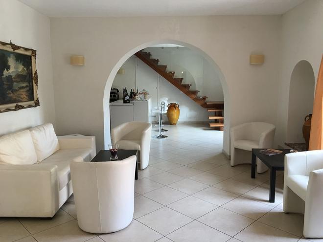伊罗丝酒店 - 陶尔米纳 - 大厅