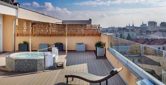 阿万蒂酒店 - 布尔诺 - 阳台