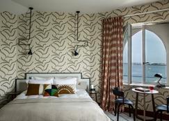 卡斯泰布拉克酒店 - 迪纳尔 - 睡房